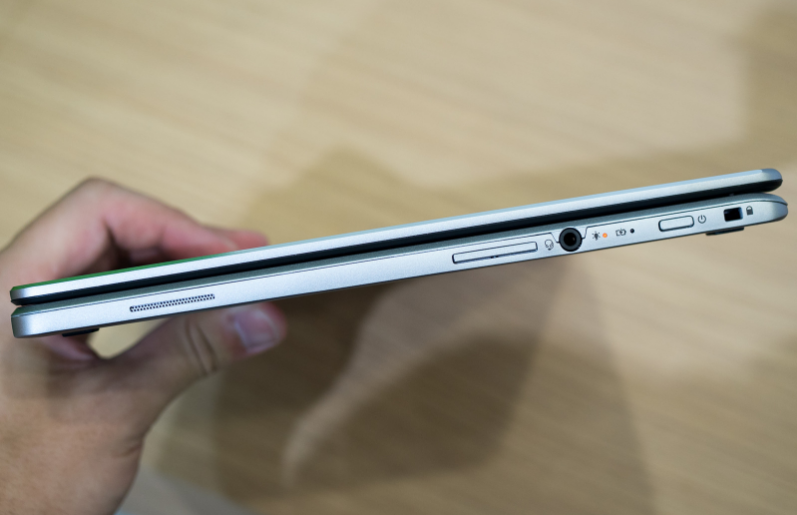 Acer Chromebook R1 Ports
