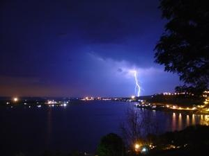 Download Awing Pictures of Lightning Screensaver