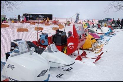 Download Vintage Snowmobile Screen Saver